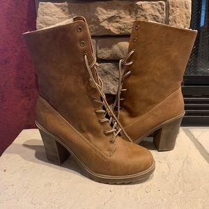 Mudd Brown Lace Up high Heel Boots. Faux fur lined